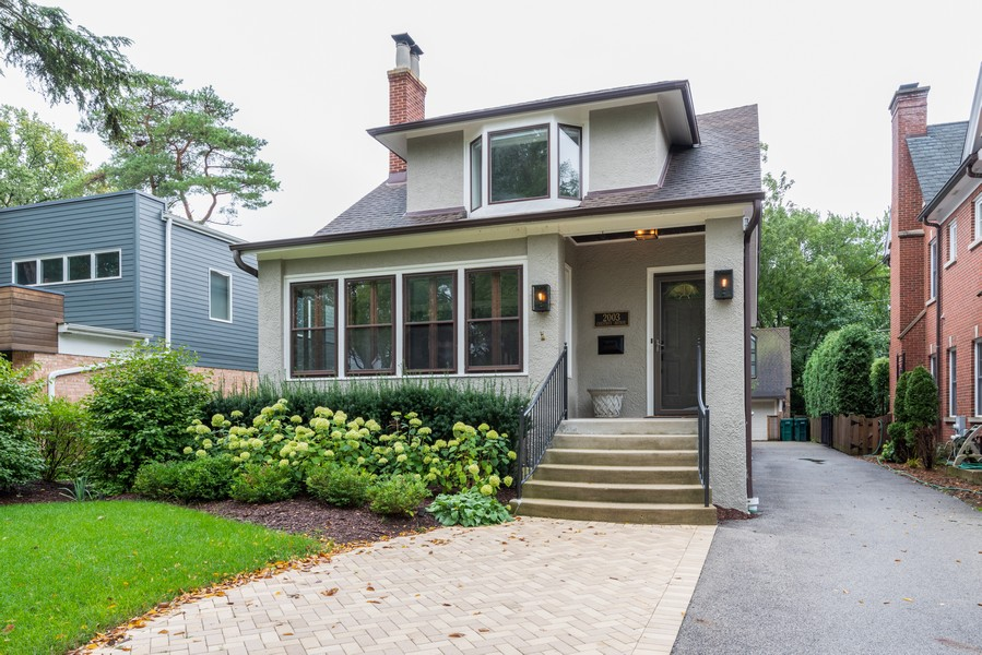 Real Estate Photography - 2003 Chestnut Ave, Wilmette, IL, 60091 - Front View