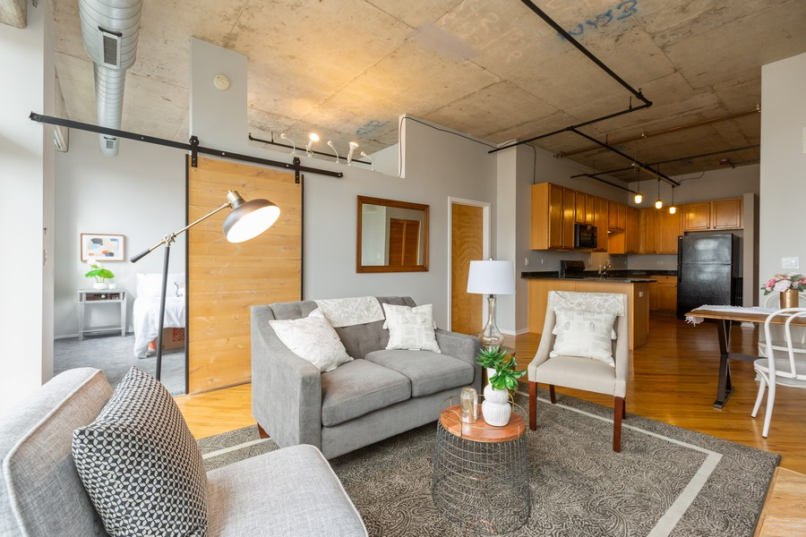Real Estate Photography - 6 South Laflin St, 816, Chicago, IL, 60607 - Living Room