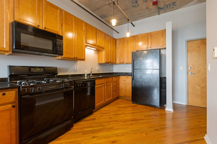 Real Estate Photography - 6 South Laflin St, 816, Chicago, IL, 60607 - Kitchen