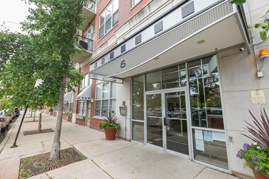 Real Estate Photography - 6 South Laflin St, 816, Chicago, IL, 60607 - Front View