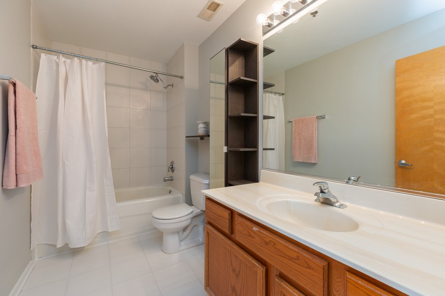 Real Estate Photography - 6 South Laflin St, 816, Chicago, IL, 60607 - Bathroom