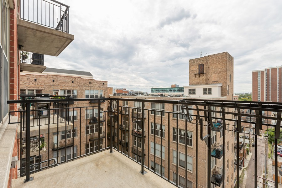 Real Estate Photography - 6 South Laflin St, 816, Chicago, IL, 60607 - Balcony