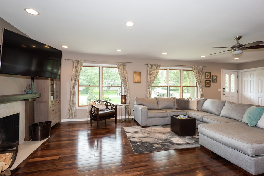 Real Estate Photography - 912 Dawn Ave, Glen Ellyn, IL, 60137 - Living Room