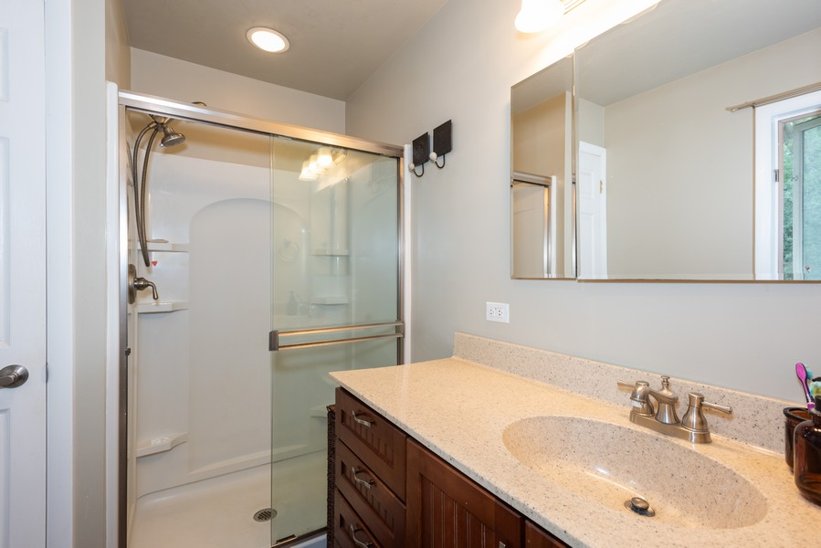 Real Estate Photography - 912 Dawn Ave, Glen Ellyn, IL, 60137 - Master Bathroom
