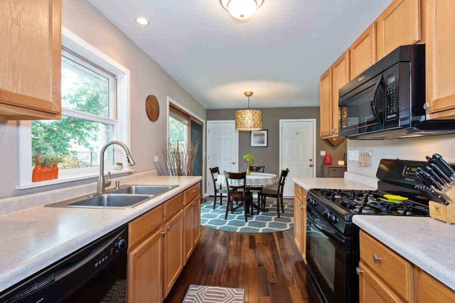 Real Estate Photography - 912 Dawn Ave, Glen Ellyn, IL, 60137 - Kitchen