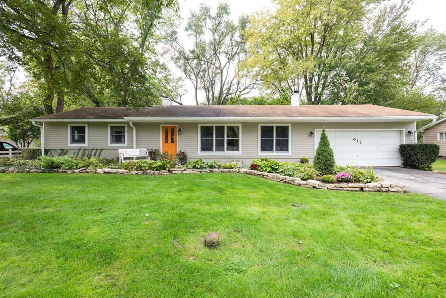 Real Estate Photography - 912 Dawn Ave, Glen Ellyn, IL, 60137 - Front View