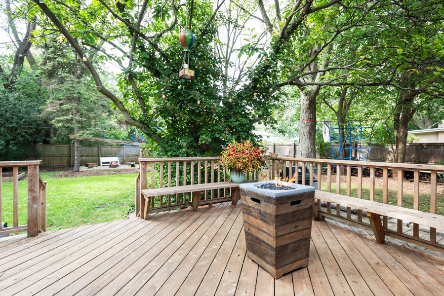 Real Estate Photography - 912 Dawn Ave, Glen Ellyn, IL, 60137 - Deck