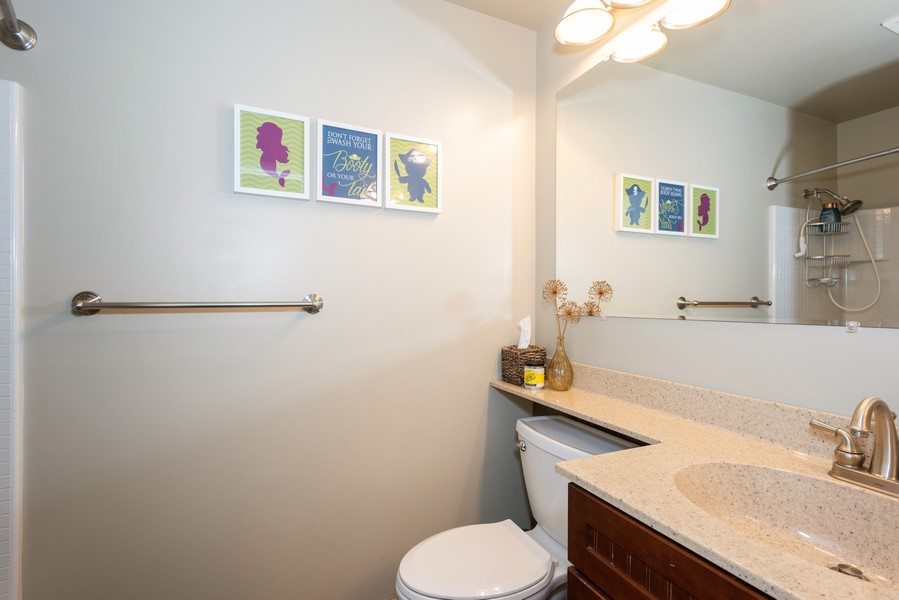 Real Estate Photography - 912 Dawn Ave, Glen Ellyn, IL, 60137 - Bathroom