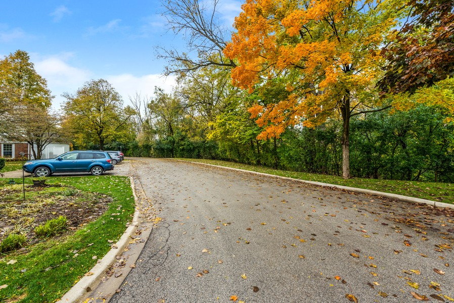 Real Estate Photography - 1435 Pebblecreek Dr, 13-6, Glenview, IL, 60025 - Neighborhood