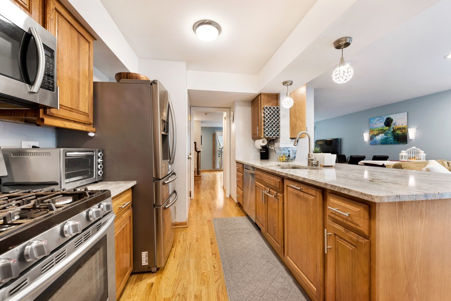 Real Estate Photography - 1435 Pebblecreek Dr, 13-6, Glenview, IL, 60025 - Kitchen