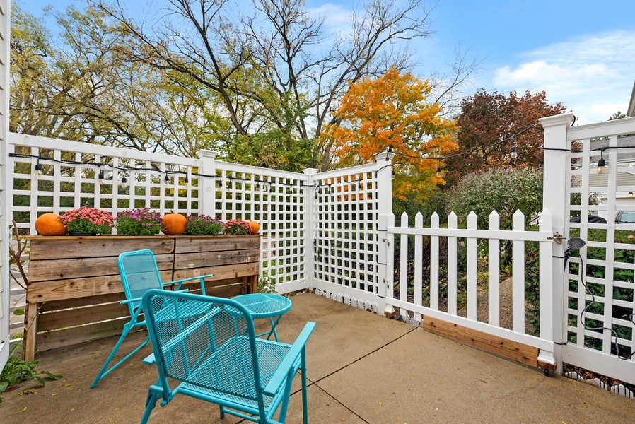 Real Estate Photography - 1435 Pebblecreek Dr, 13-6, Glenview, IL, 60025 - Patio