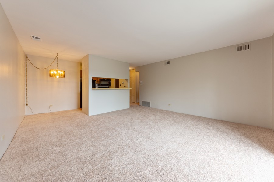 Real Estate Photography - 1 Oak Creek Dr, 2307, Buffalo Grove, IL, 60089 - Living Room