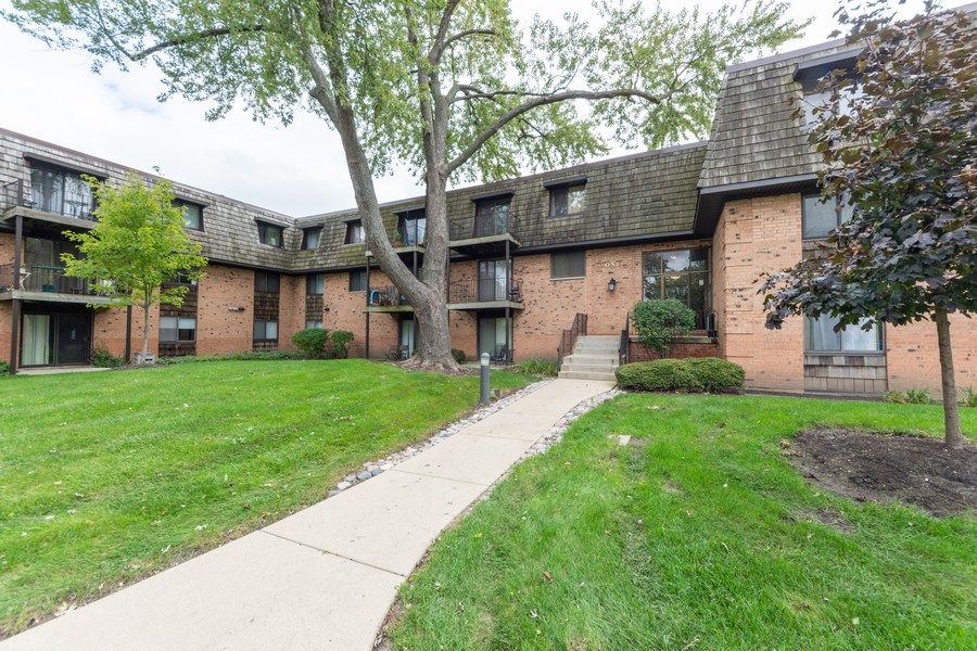 Real Estate Photography - 1 Oak Creek Dr, 2307, Buffalo Grove, IL, 60089 - Front View