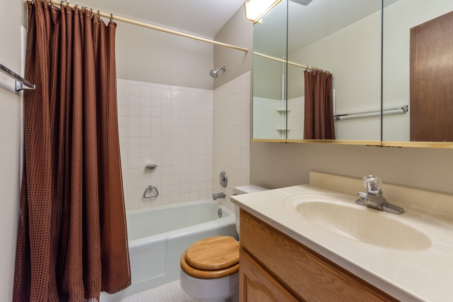 Real Estate Photography - 1 Oak Creek Dr, 2307, Buffalo Grove, IL, 60089 - Bathroom