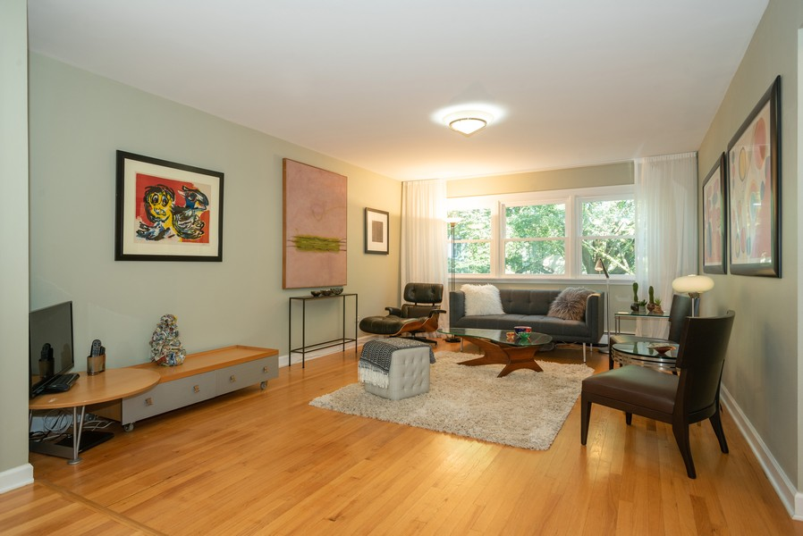 Real Estate Photography - 1414 Elmwood Ave, 2E, Evanston, IL, 60201 - Living Room