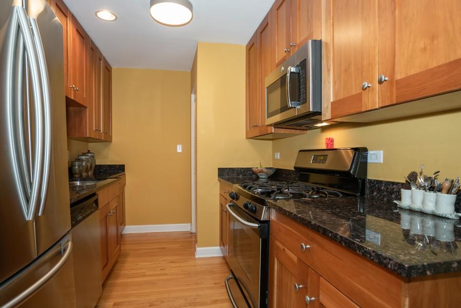 Real Estate Photography - 1414 Elmwood Ave, 2E, Evanston, IL, 60201 - Kitchen