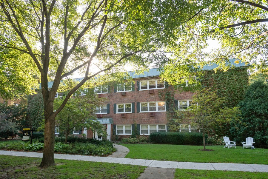 Real Estate Photography - 1414 Elmwood Ave, 2E, Evanston, IL, 60201 - Front View