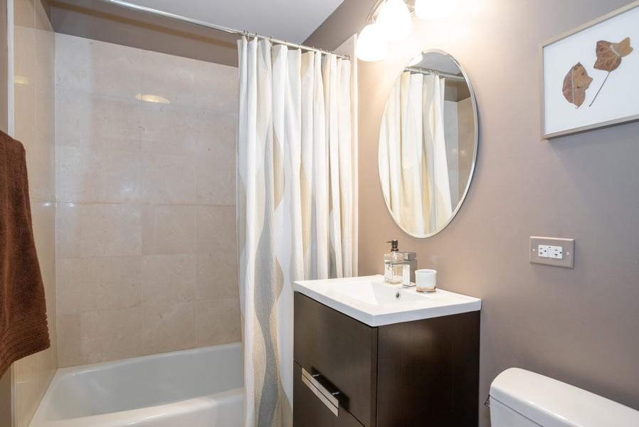 Real Estate Photography - 1414 Elmwood Ave, 2E, Evanston, IL, 60201 - Bathroom