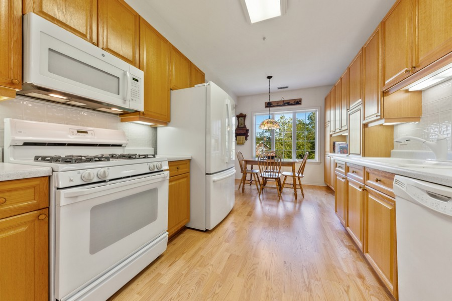 Real Estate Photography - 501 Forest #506, Glen Ellyn, IL, 60137 - Kitchen