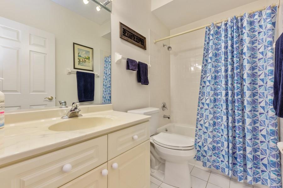 Real Estate Photography - 501 Forest #506, Glen Ellyn, IL, 60137 - Bathroom