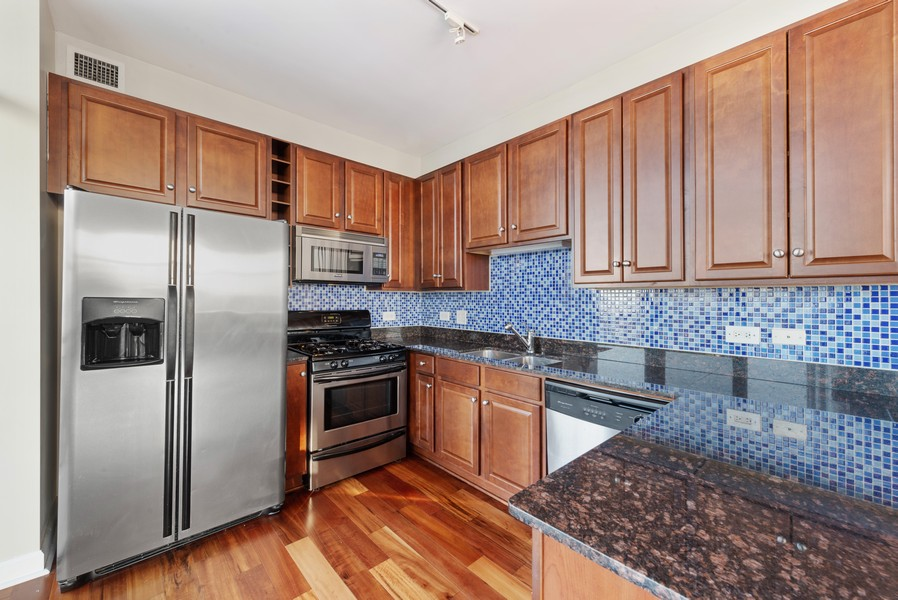 Real Estate Photography - 233 E 13th St, Unit 2201, Chicago, IL, 60605 - Kitchen
