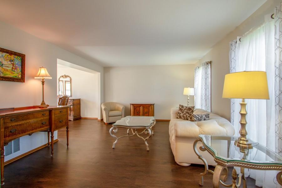 Real Estate Photography - 1677 Deerhaven Dr, Crystal Lake, IL, 60014 - Living Room
