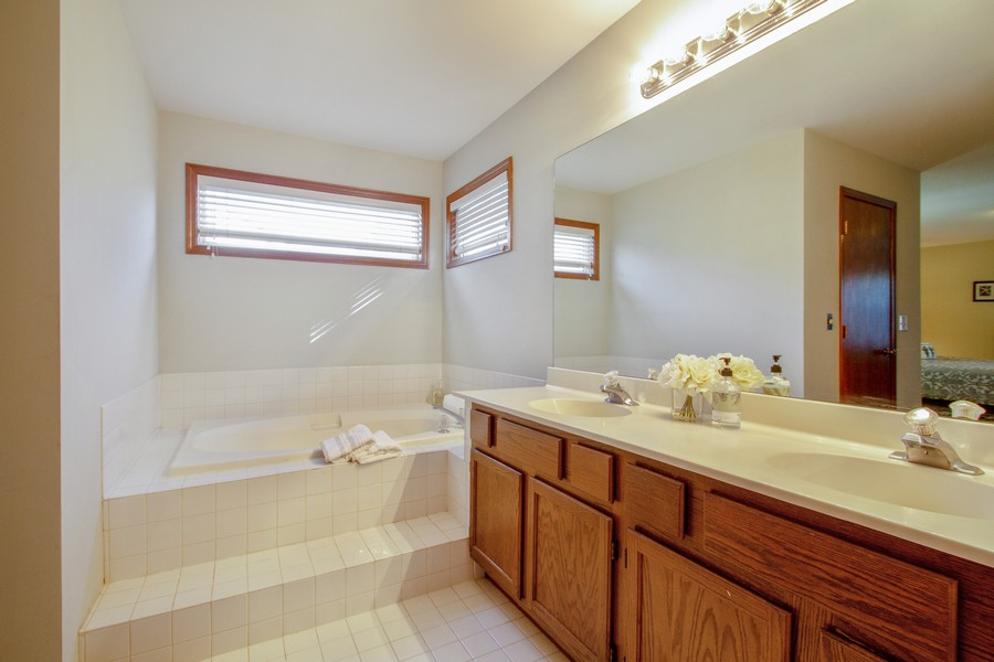 Real Estate Photography - 1677 Deerhaven Dr, Crystal Lake, IL, 60014 - Master Bathroom