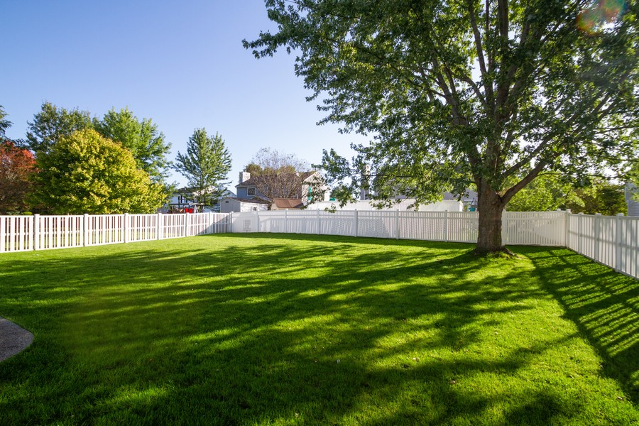 Real Estate Photography - 1677 Deerhaven Dr, Crystal Lake, IL, 60014 - Back Yard
