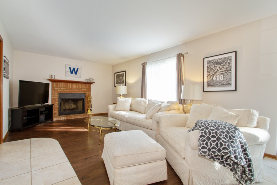 Real Estate Photography - 1677 Deerhaven Dr, Crystal Lake, IL, 60014 - Family Room
