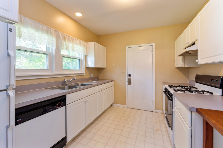 Real Estate Photography - 8 East Euclid Ave, Arlington Heights, IL, 60004 - Kitchen