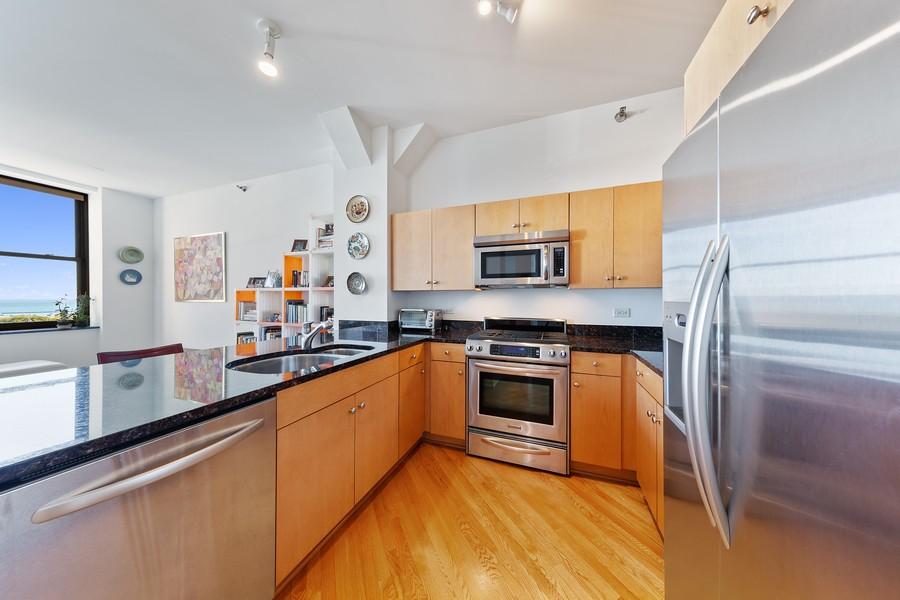 Real Estate Photography - 6 North Michigan Ave, 902, Chicago, IL, 60602 - Kitchen