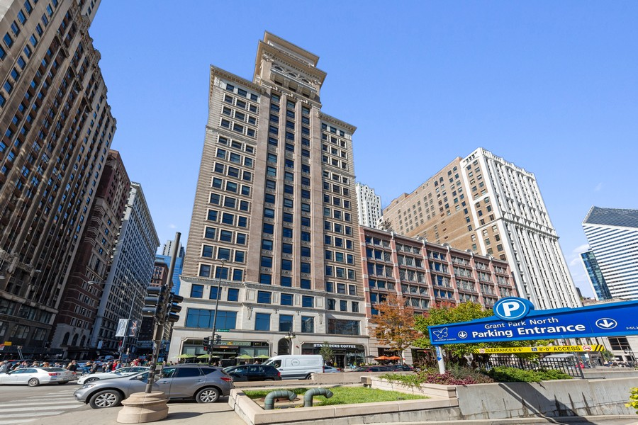 Real Estate Photography - 6 North Michigan Ave, 902, Chicago, IL, 60602 - Front View