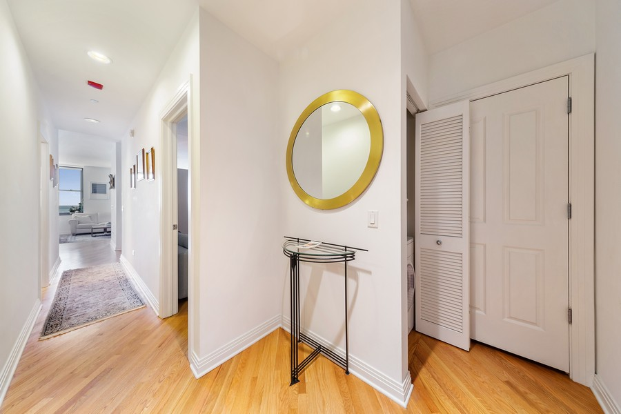 Real Estate Photography - 6 North Michigan Ave, 902, Chicago, IL, 60602 - Entryway
