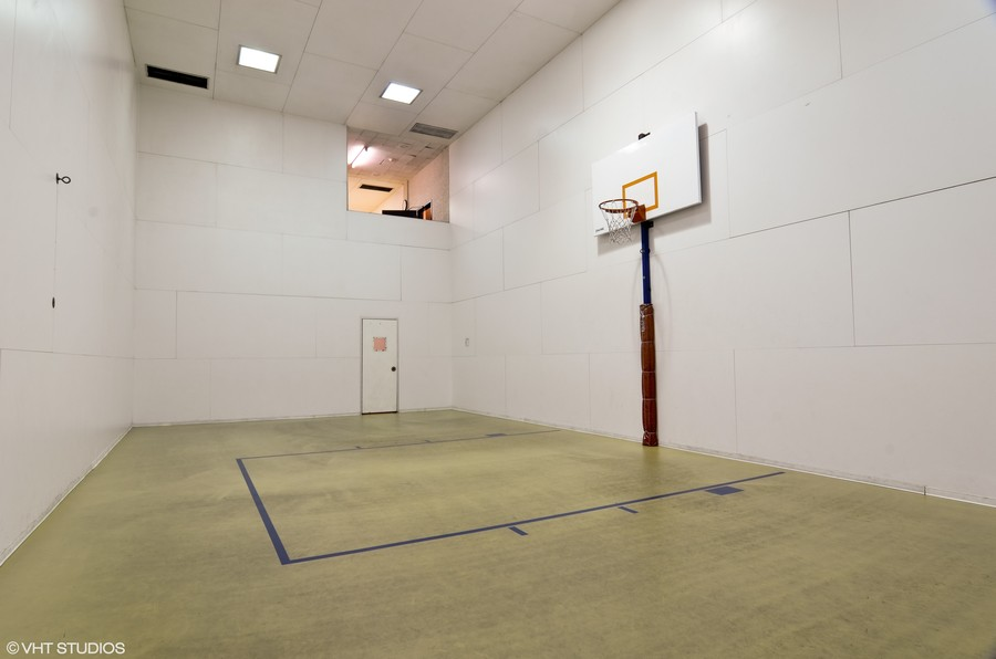 Real Estate Photography - 211 E Ohio St, Apt 809, Chicago, IL, 60611 - Basketball Court