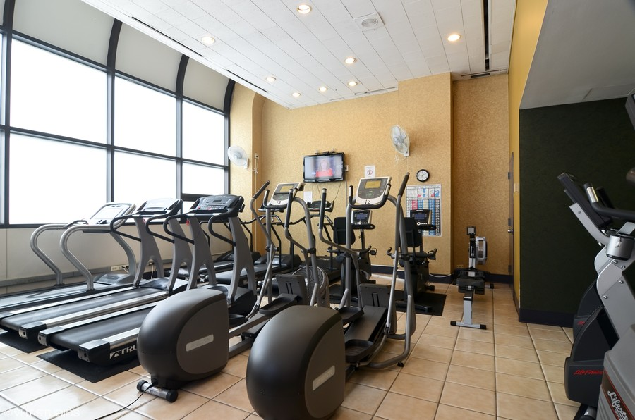 Real Estate Photography - 211 E Ohio St, Apt 809, Chicago, IL, 60611 - Fitness Center
