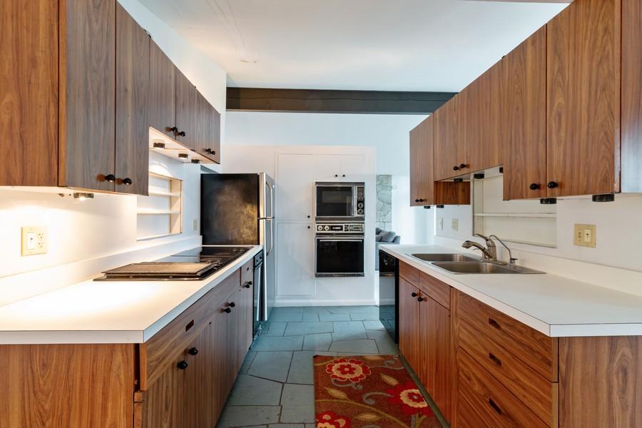 Real Estate Photography - 132 Grace Ln, Barrington, IL, 60010 - Kitchen