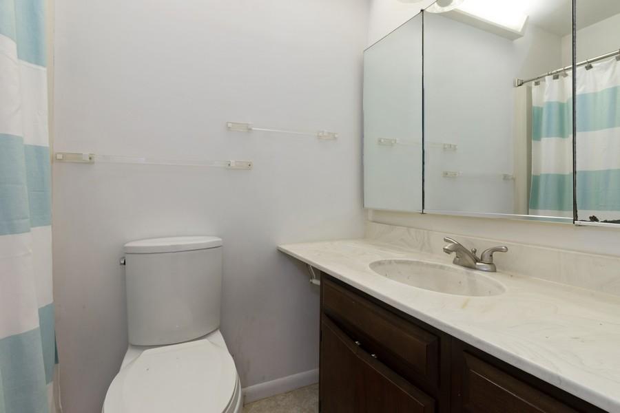 Real Estate Photography - 132 Grace Ln, Barrington, IL, 60010 - Bathroom