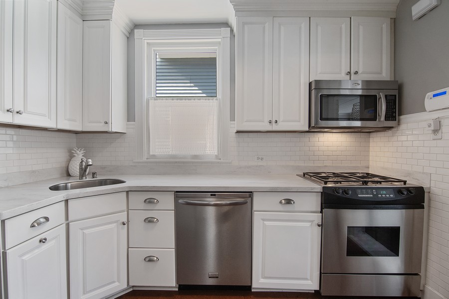 Real Estate Photography - 1514 Gregory Ave, Wilmette, IL, 60091 - Kitchen