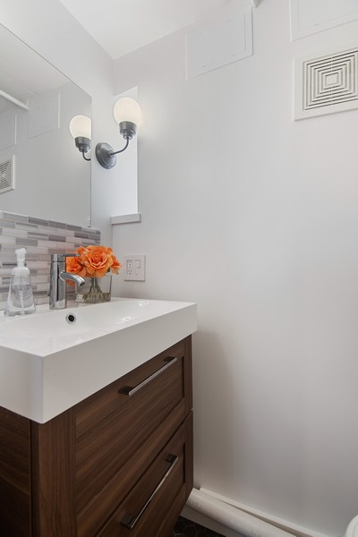 Real Estate Photography - 1514 Gregory Ave, Wilmette, IL, 60091 - Powder Room