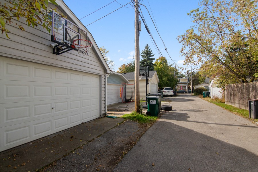 Real Estate Photography - 1514 Gregory Ave, Wilmette, IL, 60091 - 2 Car Garage