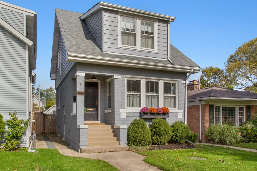 Real Estate Photography - 1514 Gregory Ave, Wilmette, IL, 60091 - Front View