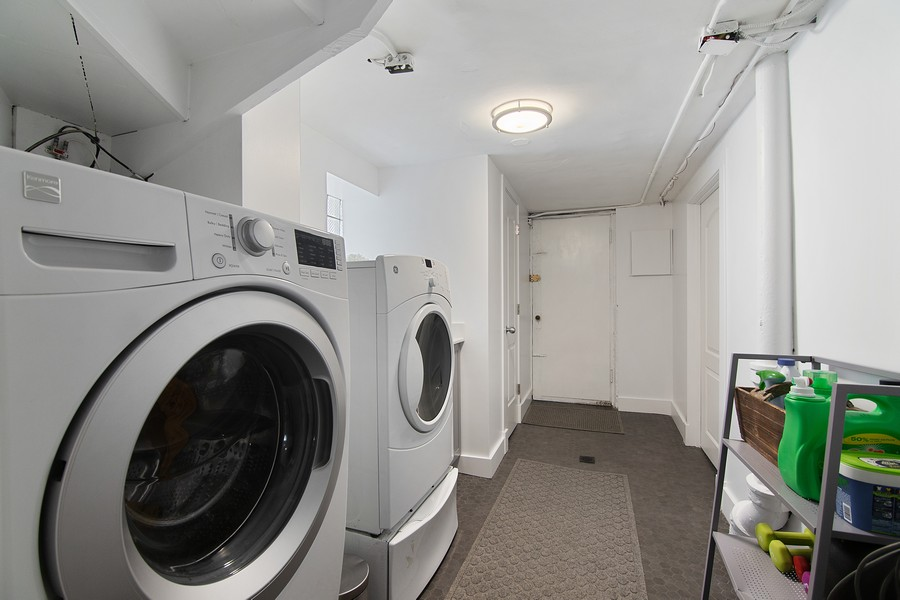Real Estate Photography - 1514 Gregory Ave, Wilmette, IL, 60091 - Laundry Room