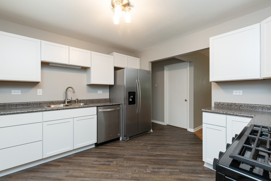 Real Estate Photography - 309 Knollwood Dr, Dekalb, IL, 60115 - Kitchen