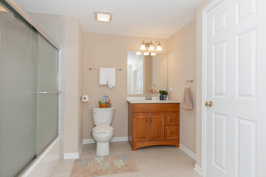 Real Estate Photography - 3443 Redwing Dr, Naperville, IL, 60564 - 4th Bathroom