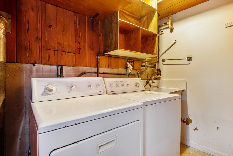 Real Estate Photography - 3515 Hillside Rd, Evanston, IL, 60201 - Laundry Room