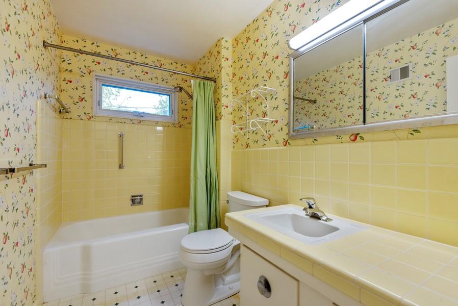 Real Estate Photography - 3515 Hillside Rd, Evanston, IL, 60201 - Bathroom