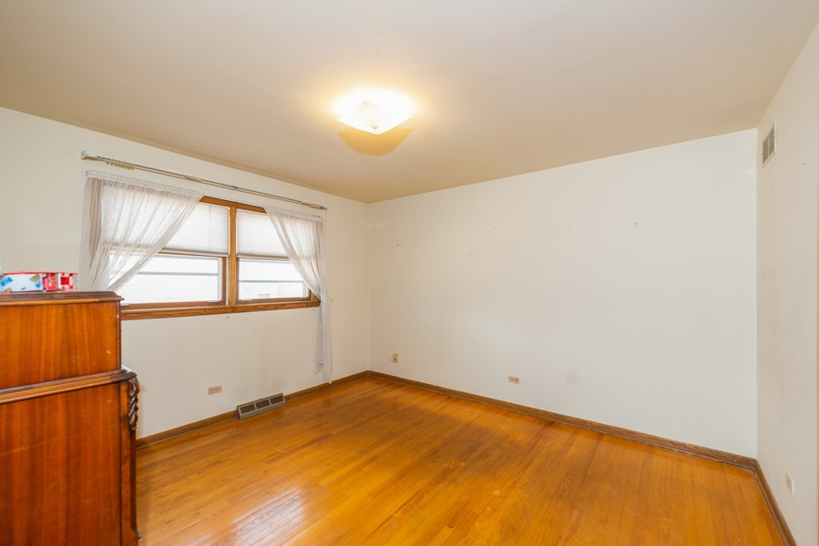 Real Estate Photography - 1905 Glenview Ave, Park Ridge, IL, 60068 - 2nd Bedroom
