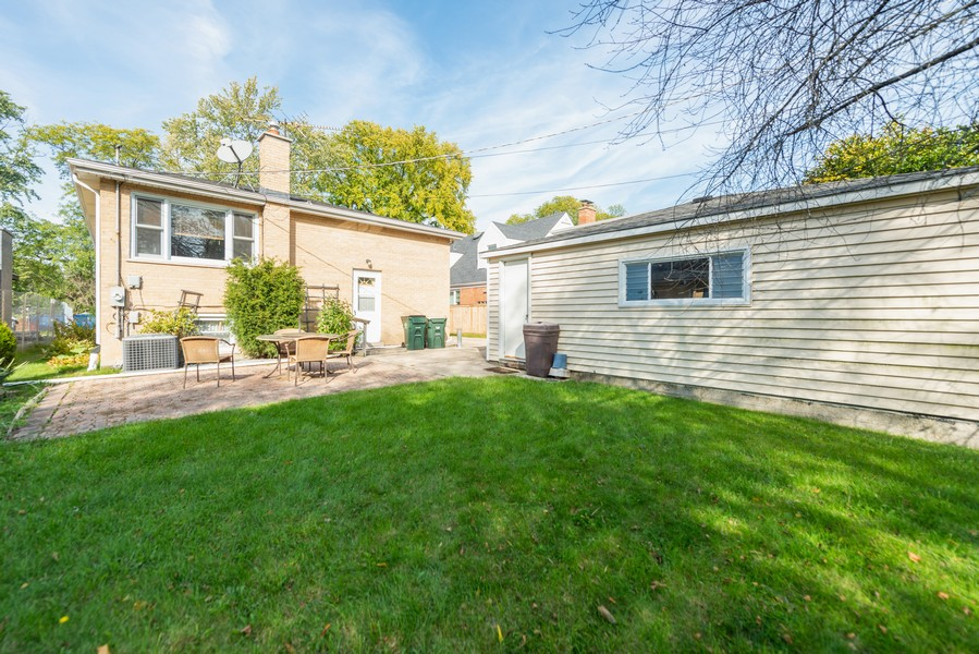 Real Estate Photography - 1905 Glenview Ave, Park Ridge, IL, 60068 - Back Yard
