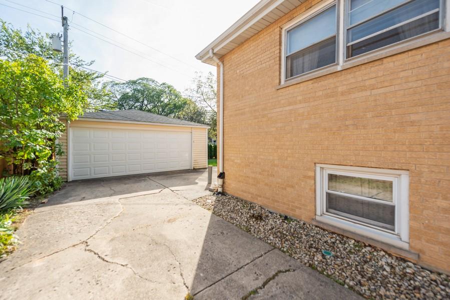 Real Estate Photography - 1905 Glenview Ave, Park Ridge, IL, 60068 - Garage