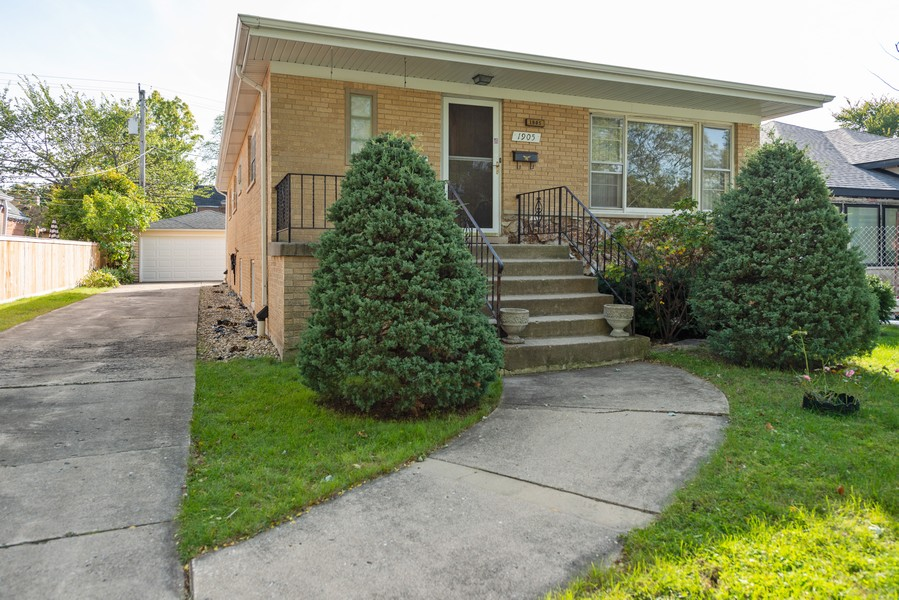 Real Estate Photography - 1905 Glenview Ave, Park Ridge, IL, 60068 - Front View